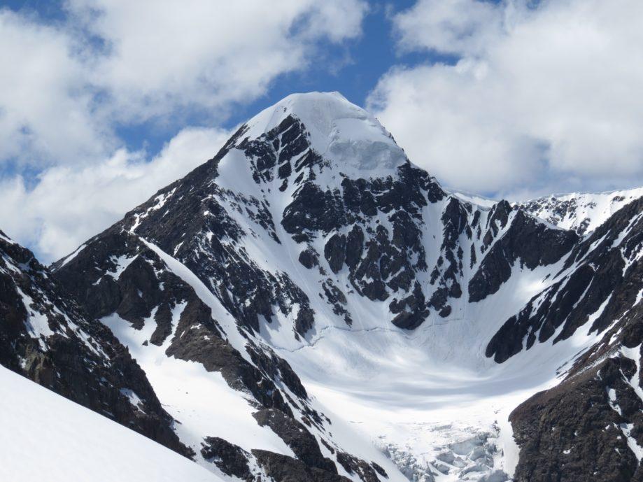 Вершина Актру (4044 м) - загадки Чуйской степи